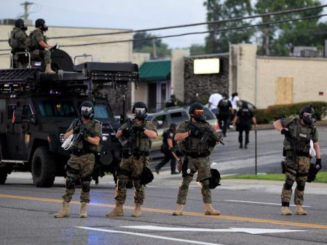 Militarised police in the USA respond to protests in Ferguson